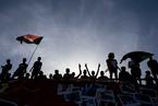 苏丹民众持续示威 要求建立民选政府