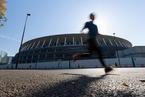 日本新国家体育馆建设进行 东京奥运会主场馆竣工在即
