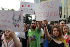 格鲁吉亚反俄抗议持续 普京下令暂时停飞俄航班