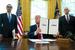 特朗普签署行政令 宣布对伊朗最高领袖实施制裁