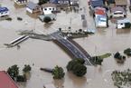 """强台风""""海贝思""""袭击日本 河流泛滥交通瘫痪"""