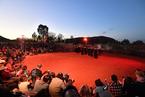 澳烏魯魯巨巖攀爬禁令生效 當地原住民舞蹈歡慶