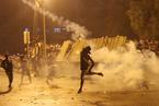 伊拉克示威持續 首都巴格達實施宵禁
