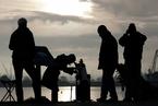 罕见天象水星凌日 全球多地民众同观测