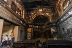 智利暴力示威者袭击教堂 撕毁宗教画像