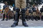 印控克什米尔新招募1145名警察 接受检阅展技能