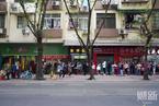 广州一药店口罩限购 顾客排长队购买一度售空