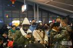 武汉火车站设置红外测温仪 绝大多数旅客戴口罩