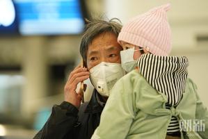 新型肺炎阴影下的武汉机场 几乎人人戴口罩