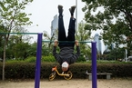 广州市民户外锻炼 多戴口罩