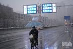 武汉突降雨雪伴随冰雹 气温陡降至零度