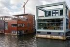 完美亲水生活 荷兰阿姆斯特丹的漂浮房屋
