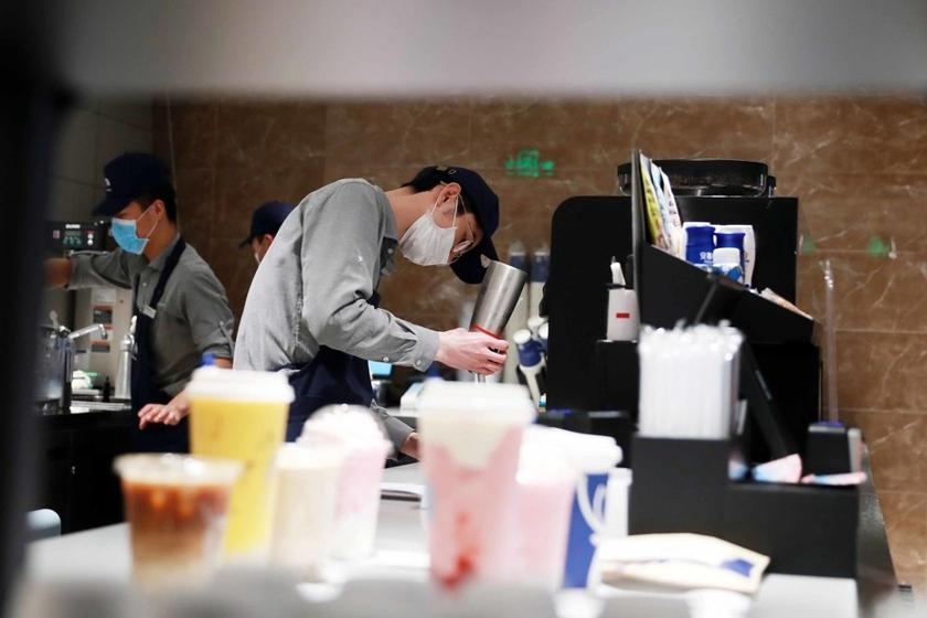 吉林市夜巴黎_实探瑞幸咖啡上海门店 下单量回归正常_图片频道_财新网