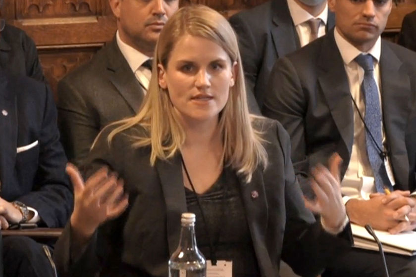 """脸书""""吹哨人""""英国议会作证 称其加剧网上仇恨"""