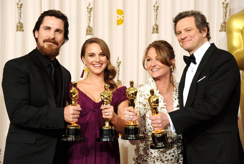 本次金像奖的四大赢家合影。从左到右分别为:最佳男配角—克里斯蒂安·贝尔(《斗士》)、最佳女主角—娜塔莉·波特曼(《黑天鹅》)、最佳女配角—梅丽莎·里奥(《斗士》)、最佳男主角—科林·费斯(《国王的演讲》) CFP  _第83届奥斯卡金像奖盛大举行