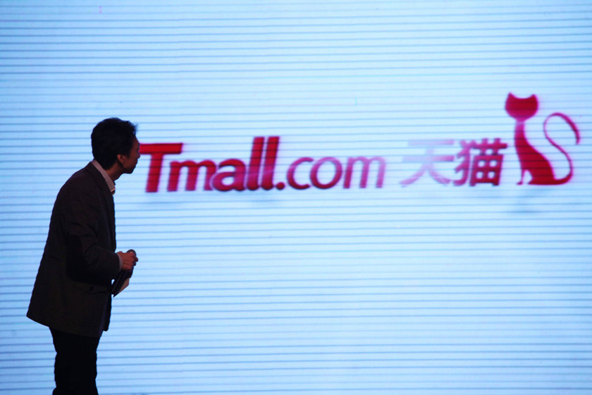 China's total online retail sales reached 6.4 trillion yuan from January through November last year, inthe largest retail e-commerce market in the world. Photo:Visual China