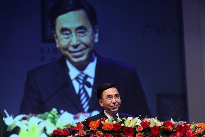 3月25日,广州,广东省委副书记、省长朱小丹讲话。  财新记者 牛光/摄_首届岭南论坛开幕