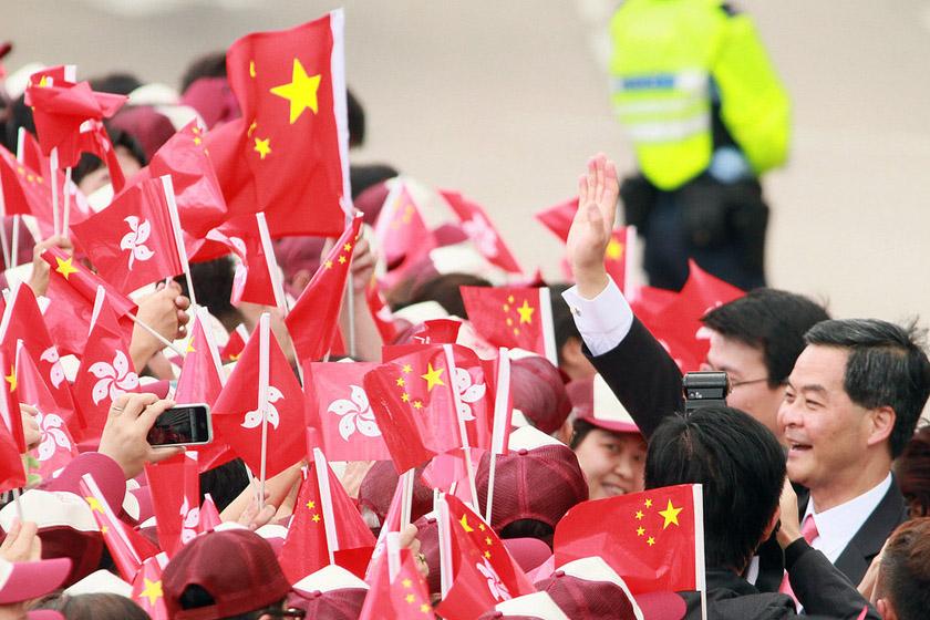 7月1日,香港特别行政区政府举行升旗仪式,梁振英出席。 alan siu/CFP_庆祝香港回归15周年活动举行