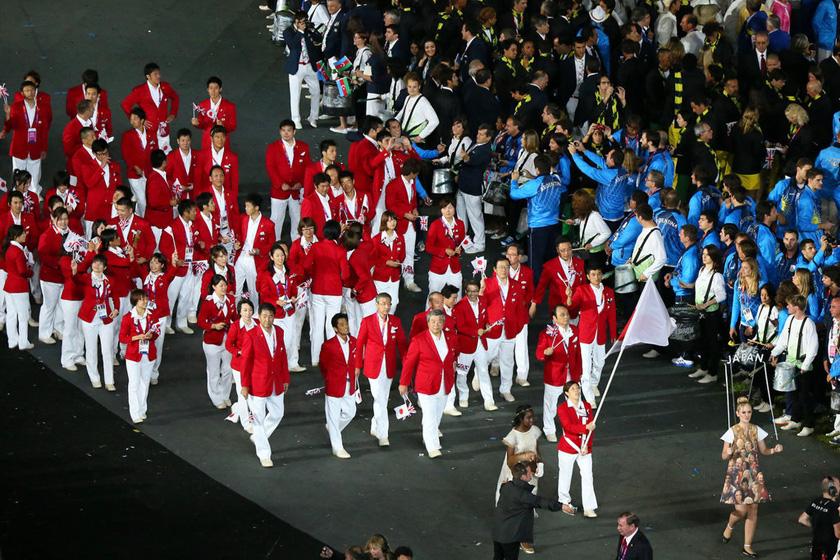 7月27日,伦敦奥运会开幕式,日本代表团进场。  东方IC_奥运开幕式日本代表团集体被带离现场