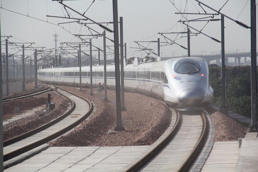 9月28日,京广高铁郑州至武汉段正式通车运营。  杨正华/CFP_京广高铁郑州至武汉段正式通车运营