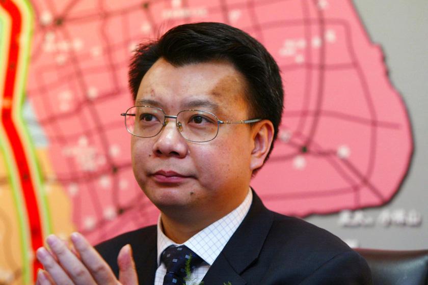 """张荣坤,福禧投资控股董事局主席,是震惊全国的""""上海社保案""""的核心人物,也是第二位落马的上海首富。2004年在胡润百富榜中排名第39,2006年10月被警方依法逮捕。_那些被判入狱的富豪们"""