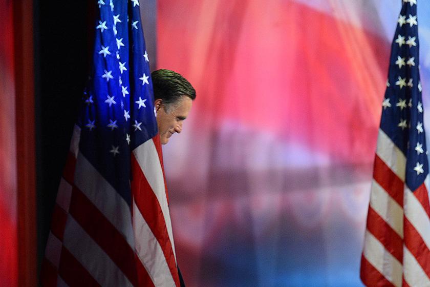 11月7日,罗姆尼在波士顿竞选总部发表了简短讲话,承认败选。   东方IC_罗姆尼发表败选演讲