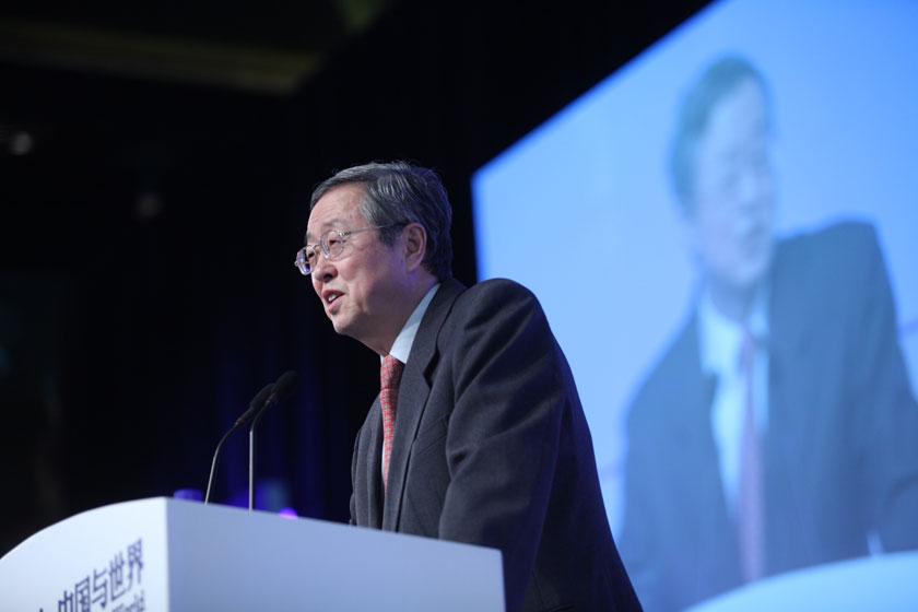2012年11月17日,中国人民银行行长周小川出席财新峰会并发表了主题演讲。在演讲中,周小川由亚洲金融风波说起,详细回顾了新世纪中国的阶段性货币政策,并分析了中国经济目前的特点。牛光 摄_周小川谈货币政策