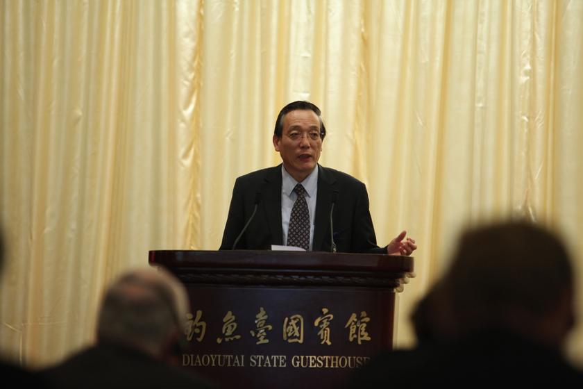 3月23日,中国发展高层论坛2013年会,国务院发展研究中心副主任刘世锦发言。    财新记者/牛光  摄 _中国发展高层论坛2013年会开幕