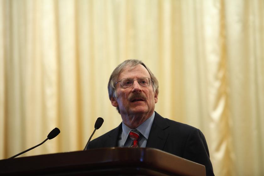 3月23日,中国发展高层论坛2013年会,斯坦福大学教授迈克尔·博斯金发言。    财新记者/牛光   摄 _中国发展高层论坛2013年会开幕