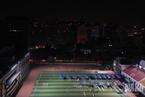 北京广安体育场:夜间核酸筛查持续进行中
