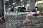 上海遭遇强降雨 部分路段积水