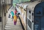 累计确诊病例超33万例 印度改500节车厢当病房