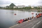 贵州安顺载高考生公交车坠入水库 已致21死15伤
