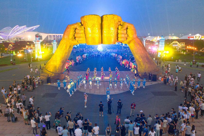 23届青岛啤酒节图片_华灯初上游人如织青岛啤酒节迎开幕后首个周末_图片频道_财新网