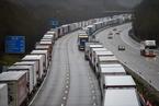 多国对英国实施交通封锁 高速卡车排长队旅客滞留