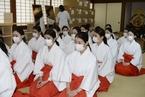 日本航空将空姐派往神社当巫女