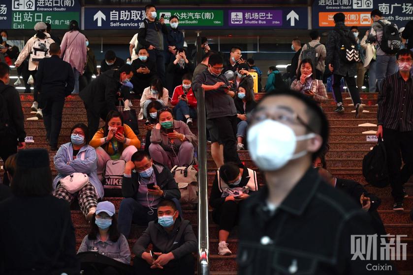 大风致列车大面积晚点 北京西站现超规模旅客滞留