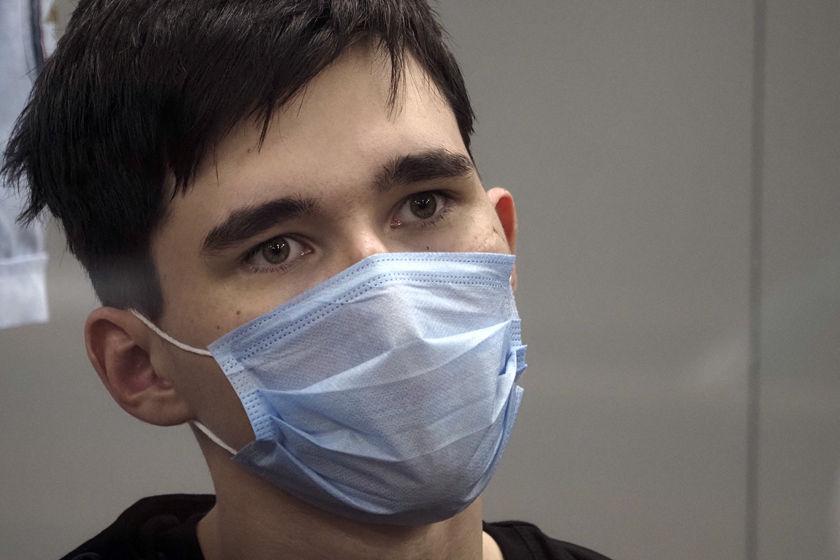 俄罗斯喀山校园枪击案嫌犯出席法庭听证会