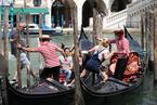 """威尼斯疫情缓解变""""白区"""" 游客重返""""水城"""""""