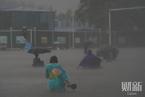 河南暴雨致多条干线铁路受阻 京广线路基出现下沉