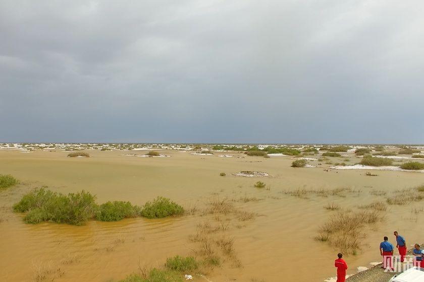 极端降雨叠加融雪 塔克拉玛干沙漠变汪洋