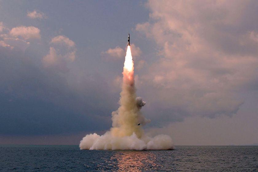 朝鲜成功试射新型潜射弹道导弹